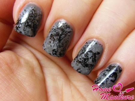 абстрактный черно-серый дизайн ногтей