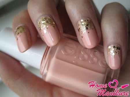бежево-персиковый дизайн ногтей