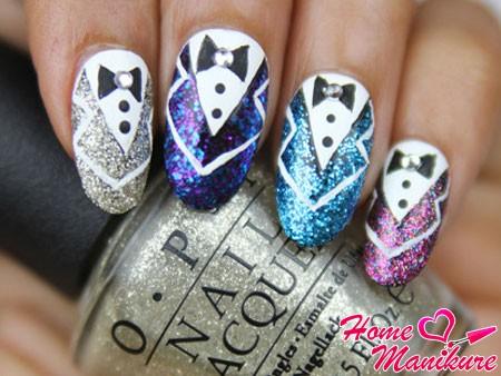 блестящие костюмы на ногтях девушки