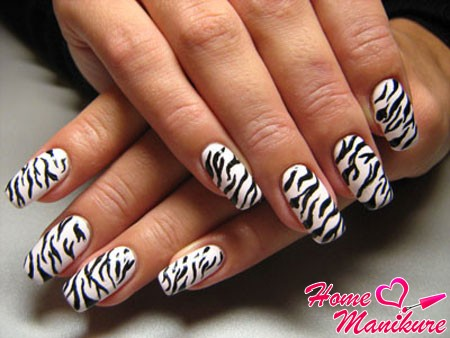 черно-белые ногти в стиле зебры