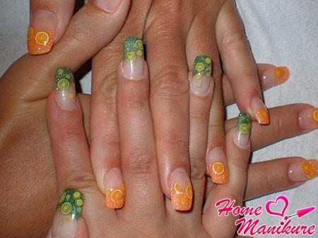 цитрусовый дизайн ногтей с декором фимо