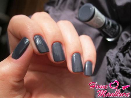 дизайн ногтей цвета мокрого асфальта