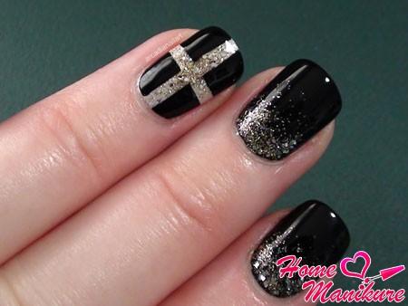 дизайн ногтей в стиле Chanel с крестом