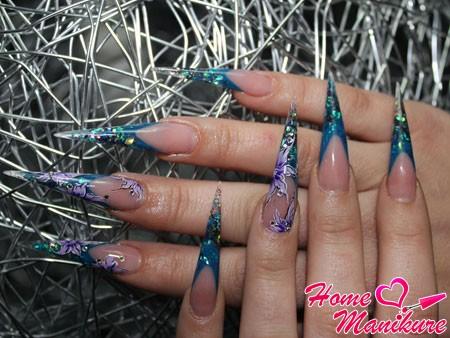 длинные и острые нарощенные ногти френч