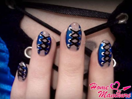 элегантный корсет на овальных ногтях