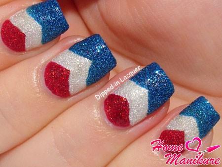 флаг на ногтях с помощью песочного лака