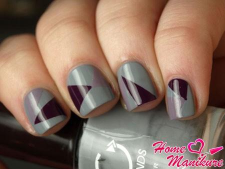 геометрический нейл-арт на серых ногтях