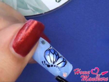 готовый рисунок бабочки на ногтях