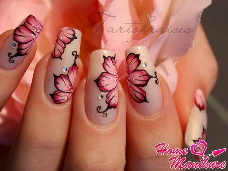 идеально прорисованные цветы на ногтях