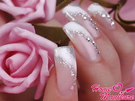 интересный дизайн нарощенных свадебных ногтей