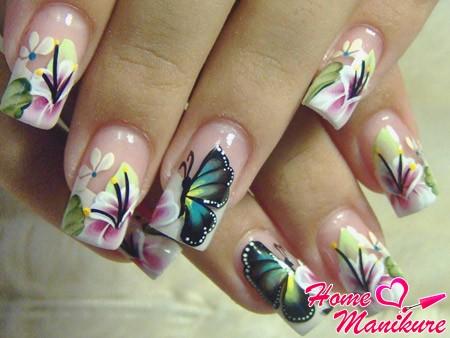изящный флористический маникюр с бабочками