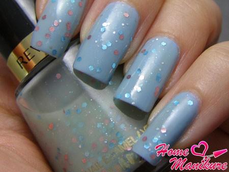 холодные голубые ногти с глиттером