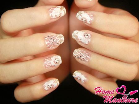 короткие нарощенные ногти с красивыми рисунками