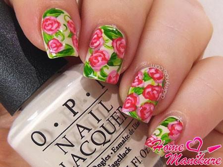 красивая роспись с розами на ногтях