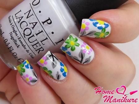 красивые цветочные рисунки на белых ногтях