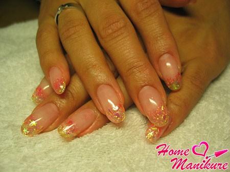 красивые овальные ногти с декоративной слюдой