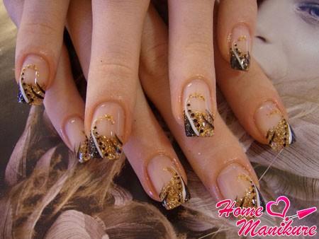 квадратные нарощенные ногти френч с глиттером