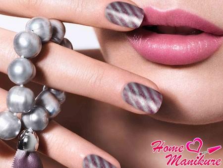 Эффект магнита в дизайне ногтей