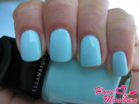 монотонные голубые ногти