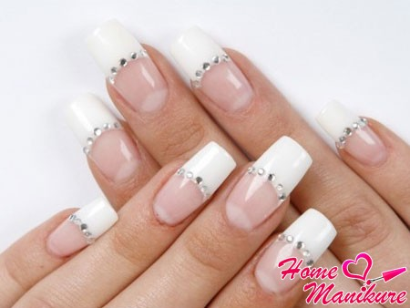 Наращивание на ногтях черного френча: homemanicure.ru/nail-extension/foto-naroshhennykh-nogtej-french.html