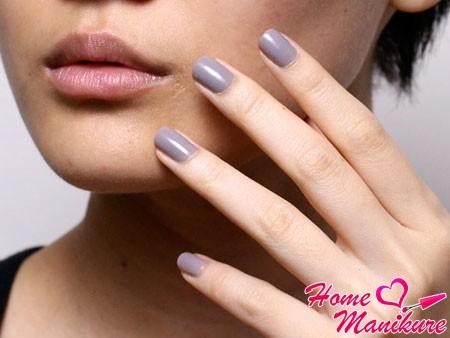 насыщенный серый цвет ногтей