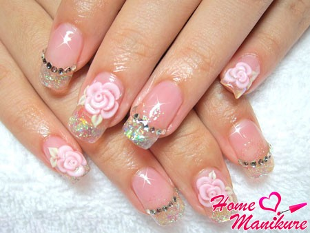 небольшие нарощенные ногти с объемные декором