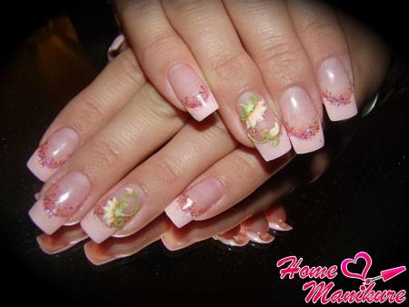 нежно-розовые нарощенные ногти френч