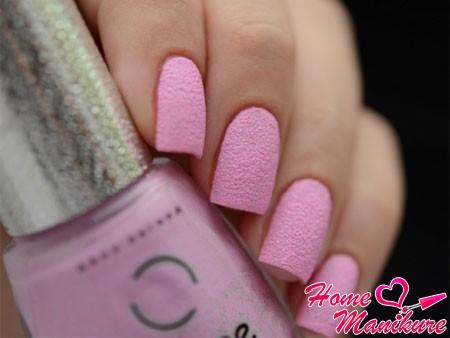 нежно-розовый вариант песочного покрытия