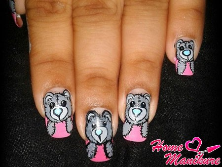 нежные рисунки мишек Тедди на ногтях