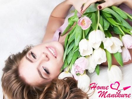 Красивый весенний маникюр на 8 марта
