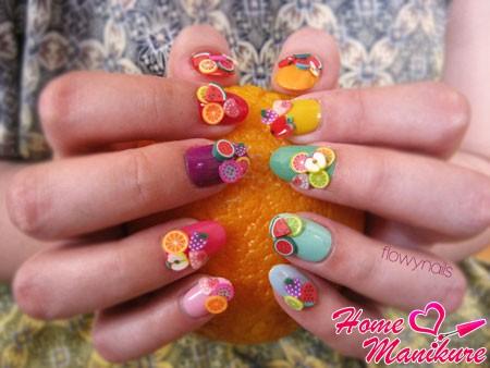 объемные фрукты фимо на разноцветных ногтях