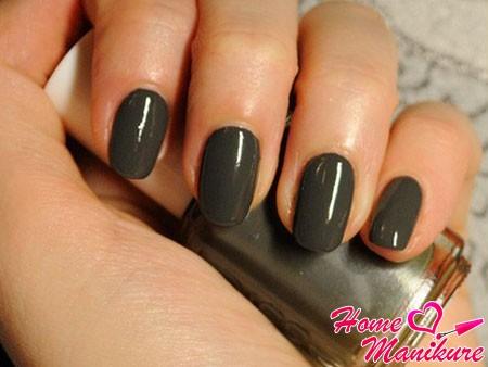 оттенок мокрого асфальта на ногтях