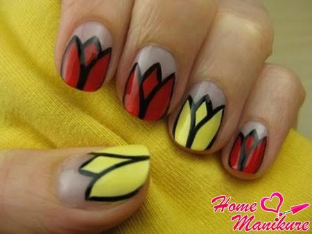 простой дизайн ногтей с тюльпанами