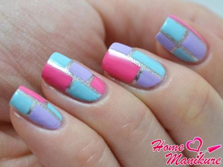 простой геометрический дизайн ногтей на праздник