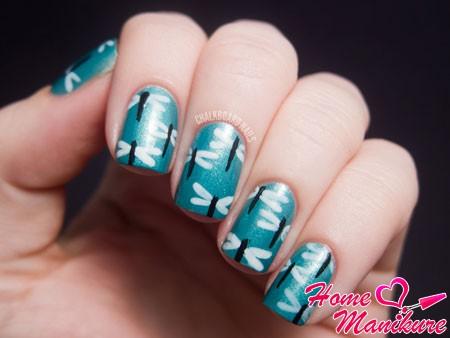 рисунки стрекоз на ногтях с помощью кисточки