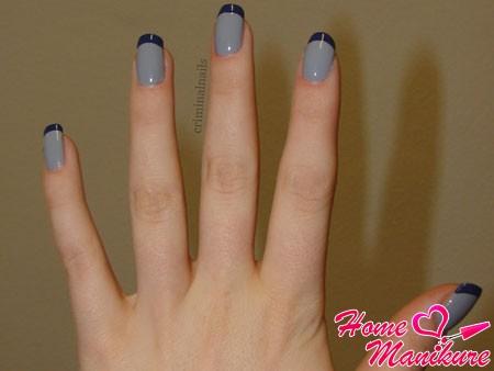 серый френч с темно-синими кончиками