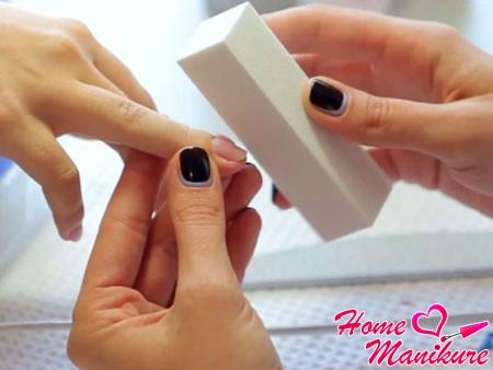 снятие натурального глянца ногтя бафом
