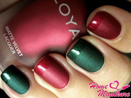 сочетание красного и зеленого матового и глянцевого лака