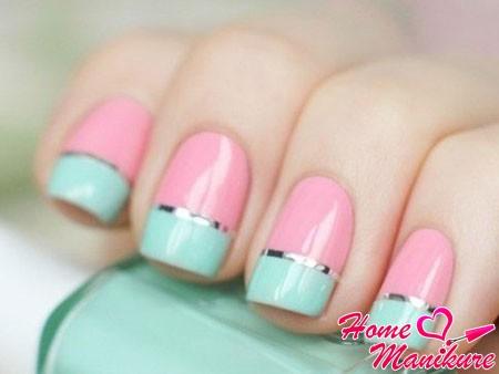 Двухцветный маникюр: как накрасить ногти двумя цветами?