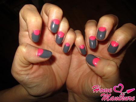 сочетание серого и розового цветов в лунном маникюре