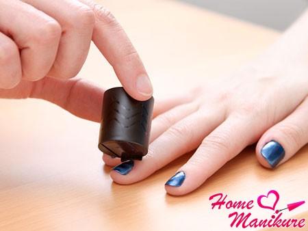 создание узора на ногтях с помощью магнита