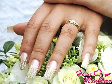свадебное наращивание ногтей в тон букета невесты