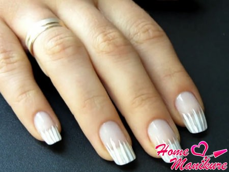 тонкие белые полоски на ногтях