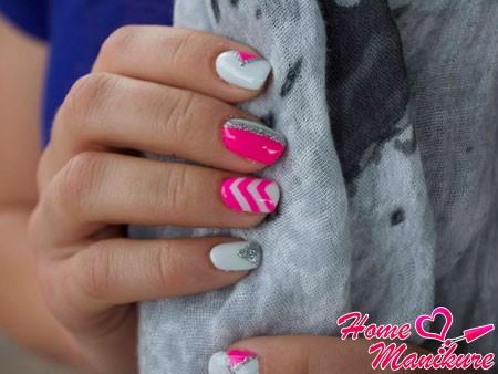 яркий дизайн ногтей биогелем