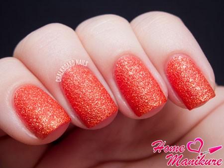 ярко-оранжевый сахарный песок на ногтях