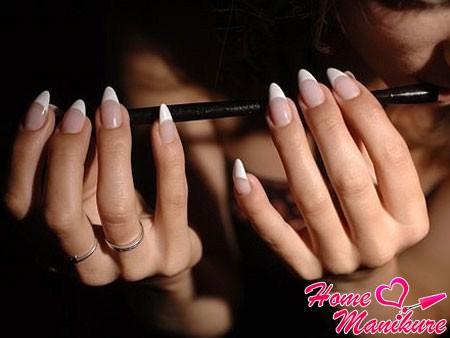 акриловые ногти френч миндалевидной формы