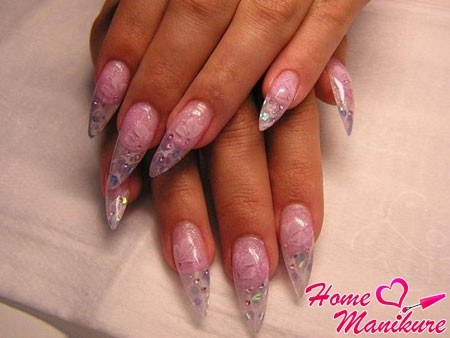 aquarium design, almond-shaped nails