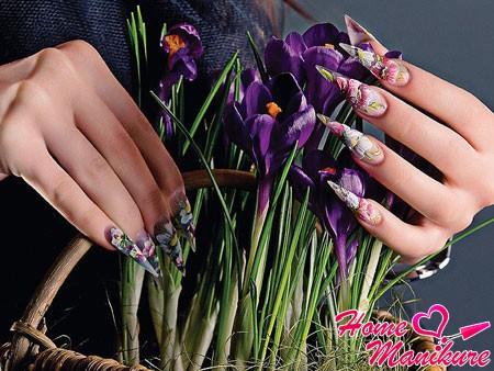 цветочный нейл-арт на ногтях в форме стилетов