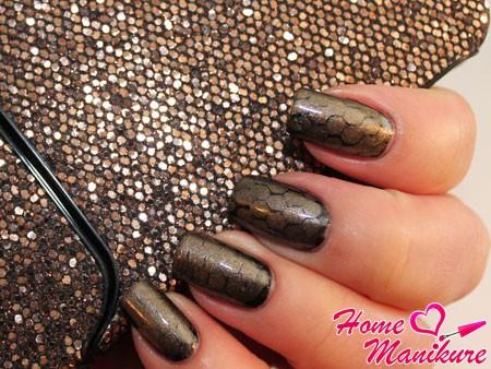 дизайн ногтей со змеиным принтом