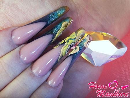 длинные ногти Монро с росписью